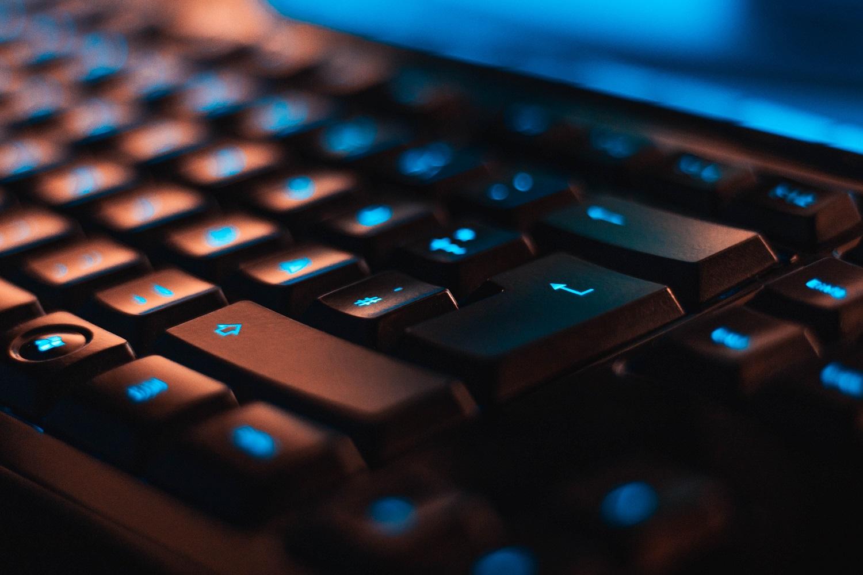 Įmonės duomenų apsauga trūkstant IT specialistų: kaip išvengti žalos finansams ir reputacijai?