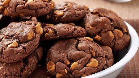 Šokoladiniai sausainiai su žemės riešutų sviesto įdaru (video)