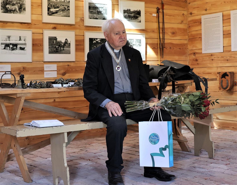 Pažėrų kaimo kunigui K. Skučui – įvertinimas už bendruomenės telkimą, tikėjimo ir vilties šviesą