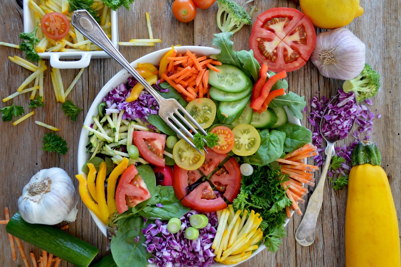 5 padažų receptai salotoms, kuriuos verta išbandyti