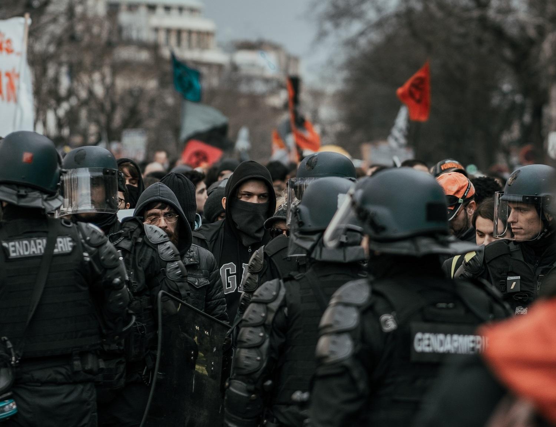 Pandemija – palankus metas ekstremistams: naudojasi situacija visuomenei supriešinti