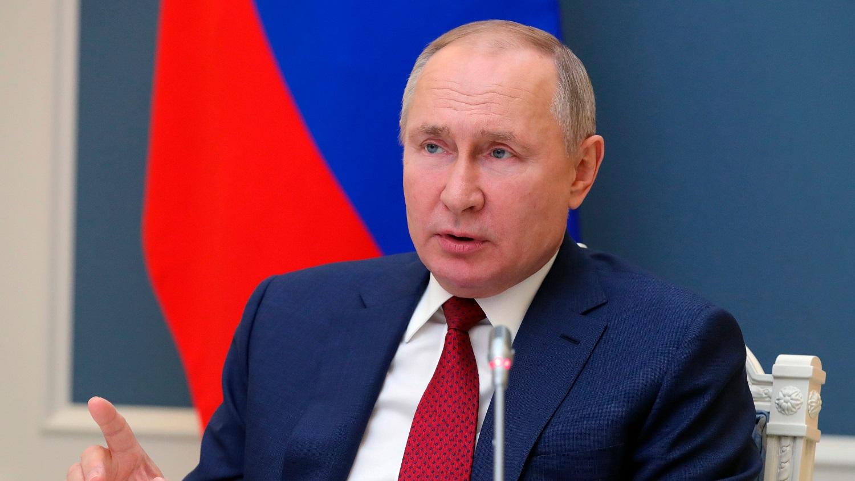 """Griežtas V. Putino kumštis: uždraudė Rusijoje """"klastoti istoriją"""""""