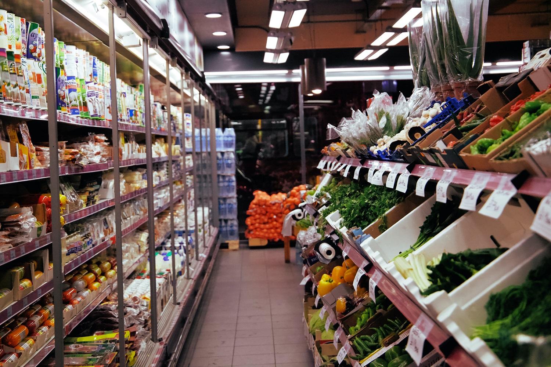 Kaip ant mielių augančias maisto kainas Latvija svarstys spręsti mažinant PVM