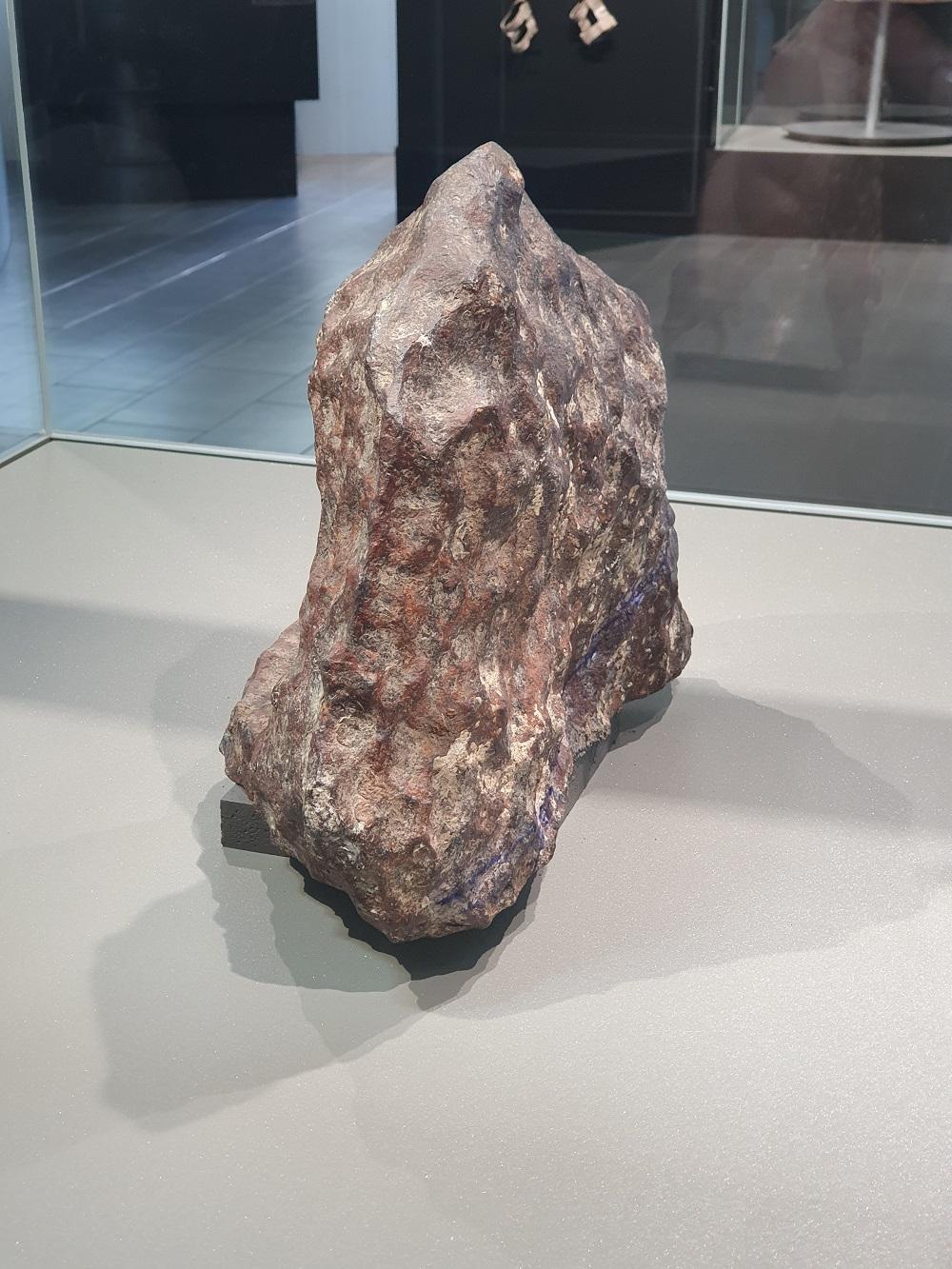Ar galėjo gyvybę į Žemę atnešti meteoritai, kosminės dulkės, o gal net ateiviai?