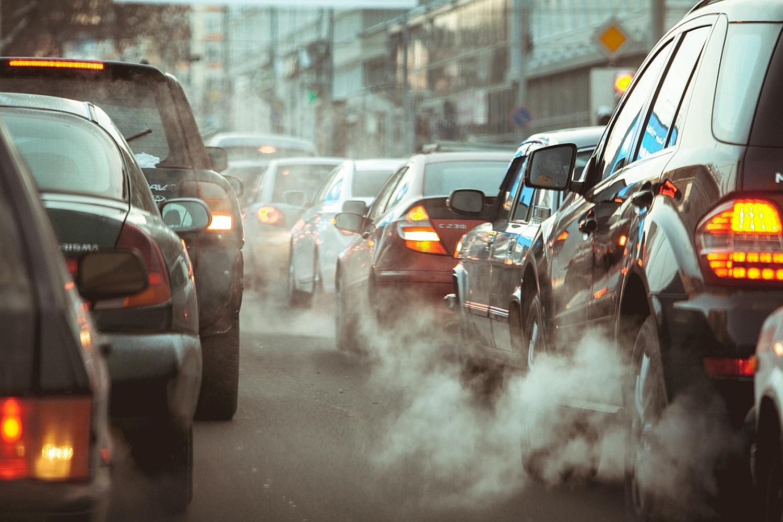 Pristatyti du su automobilių tarša susiję mokesčiai