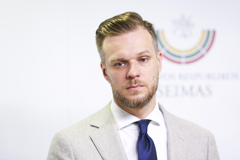 G. Landsbergis atkirto R. Karbauskiui: priklaupti ant kelių prieš teroristą yra nepriimtina