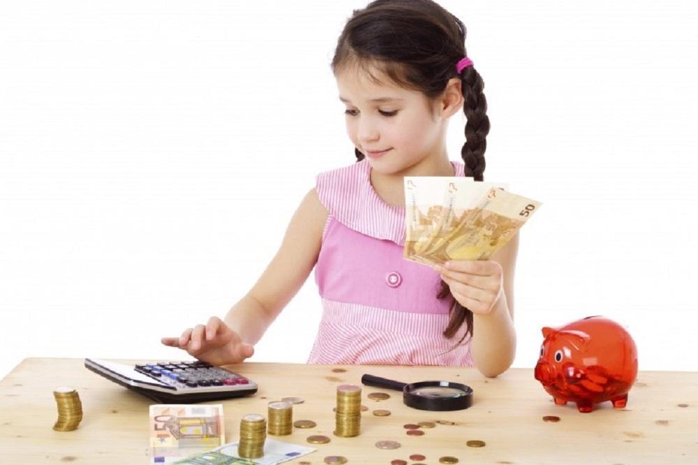 5 patarimai, kaip išmokyti vaikus valdyti pinigus