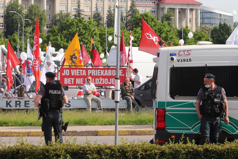 """Kontraversiškai vertinamo """"Šeimų maršo"""" aktyvistai vėl protestuos: priešinsis privalomam testavimui ir skiepijimui"""
