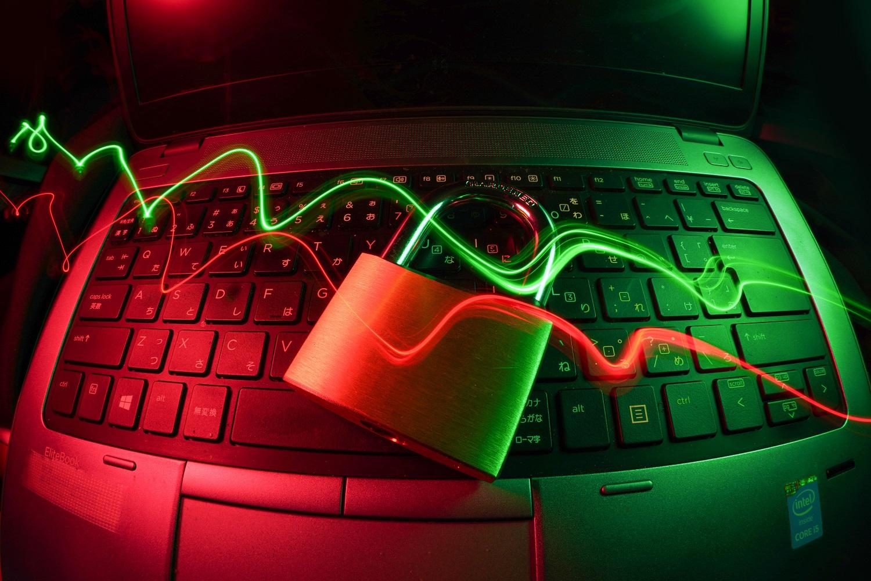 Kibernetinio saugumo ekspertai: apgaulingos sukčių svetainės – kaip ant delno, tačiau jų niekas neblokuoja