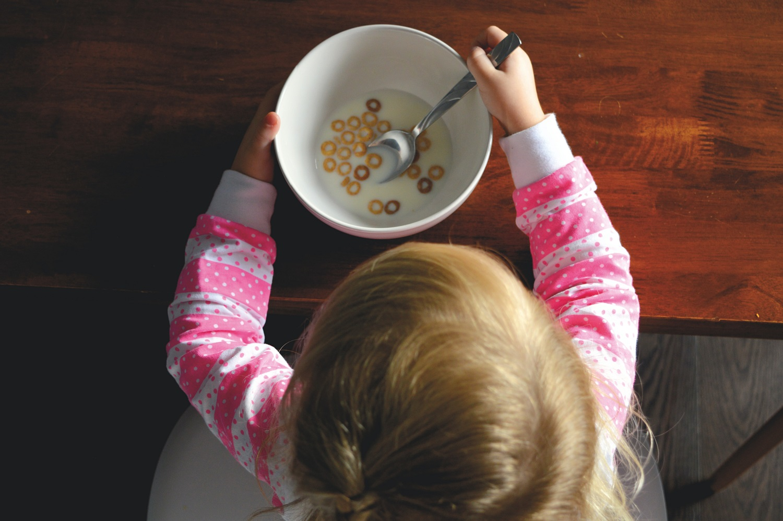 Nemokamas maitinimas ir parama mokinio reikmenims – viskas, ką reikia žinoti