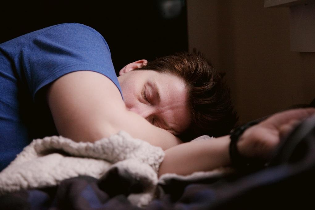 Karantinas atsiliepė 64 proc. lietuvių sveikatai – sutriko miegas, augo svoris, skauda nugarą ir galvą