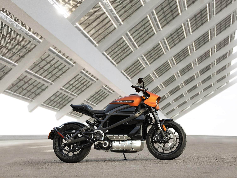 Nuo rugpjūčio lengvųjų motociklų vairuotojų laukia naujovės