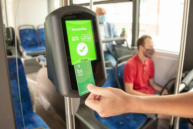 Naujovė Kauno viešajame transporte: už važiavimą mokės ne daugiau nei kainuoja mėnesinis bilietas