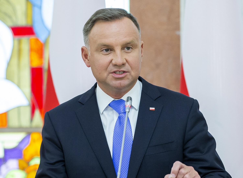 Lenkija pasienyje su Baltarusija paskelbė nepaprastąją padėtį
