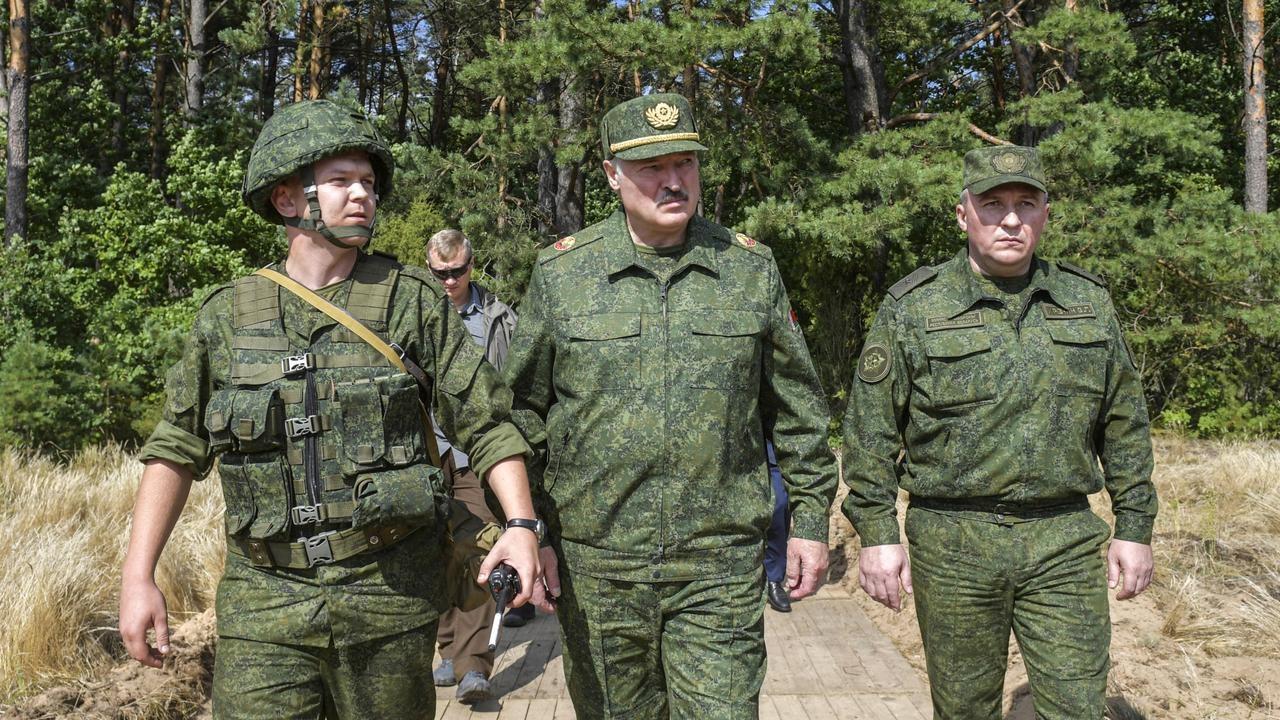 Baltarusija ginkluojasi: sieks įsigyti iš Rusijos ginklų už 1 mlrd.