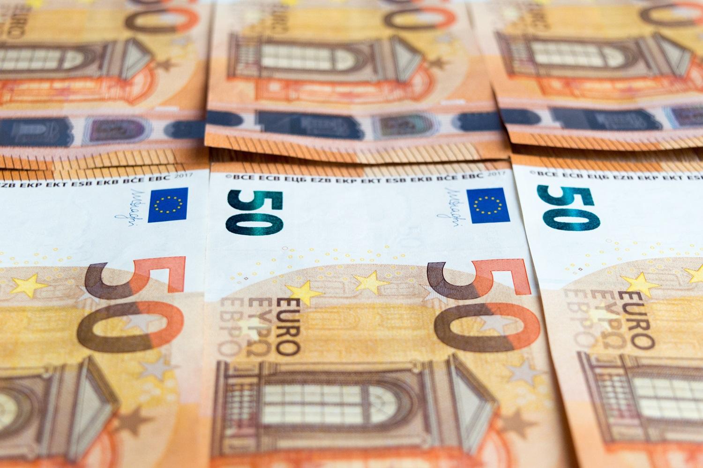 Vidutinė pensija kitais metais galėtų didėti 50 eurų