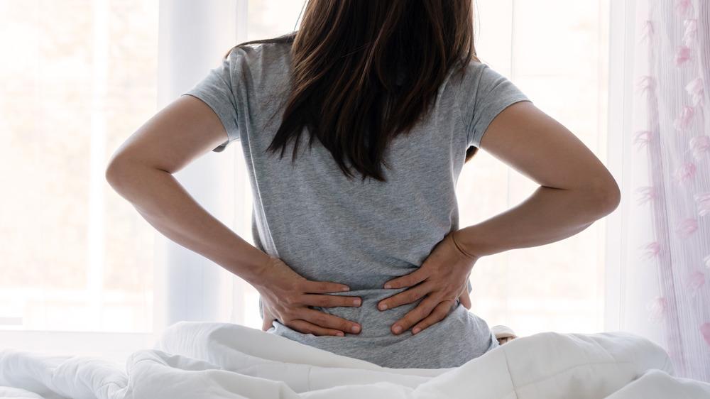 Pilvo išvarža ar išsiskyrę tiesieji pilvo raumenys gali būti ir nugaros skausmo priežastimi