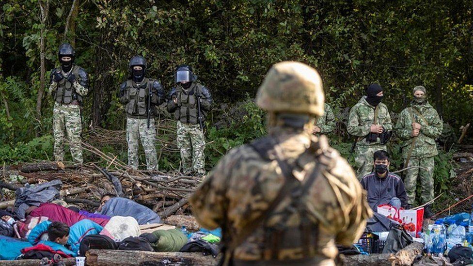 Migrantai braunasi į Lenkiją – 3200 bandymų kirsti sieną iš Baltarusijos vien šį mėnesį