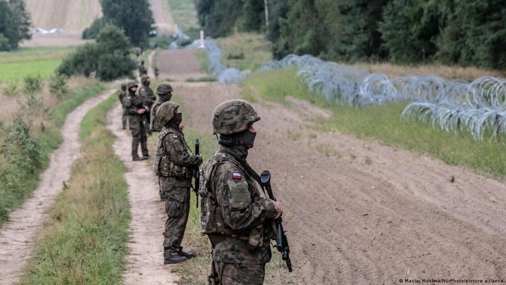 Įtampa prie sienos su Baltarusija auga: Lenkija didina karių skaičių