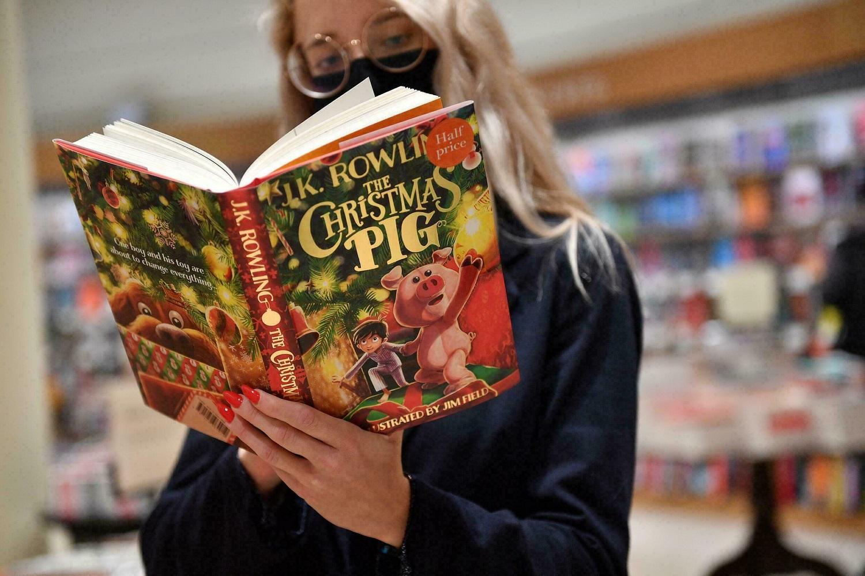 Hario Poterio autorė J. K. Rowling išleido kalėdinę knygą vaikams