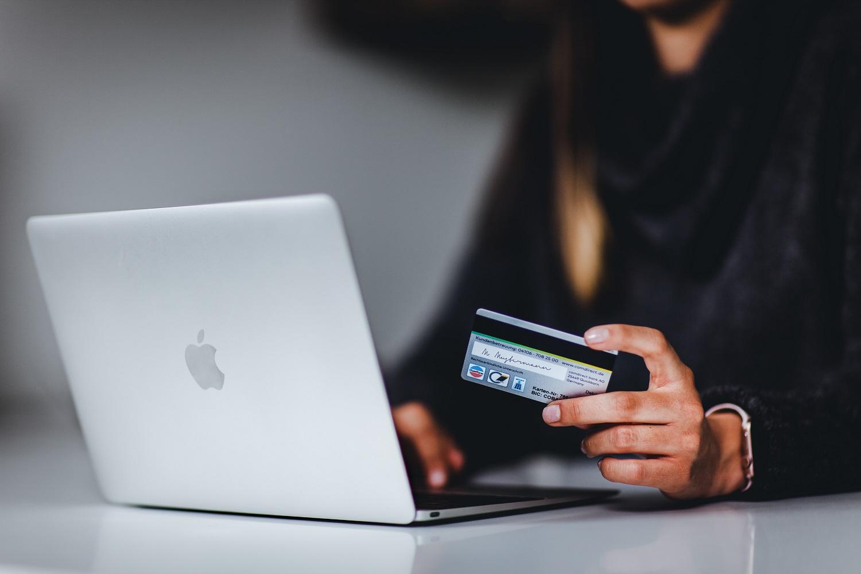 Perku internetu: iš ko pažinsi patikimą e. parduotuvę?