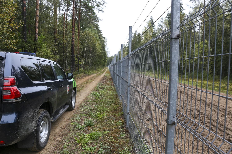 Ministras apie situaciją prie sienos su Baltarusija: jei karių gyvybei grėstų pavojus – jie naudotų ginklą