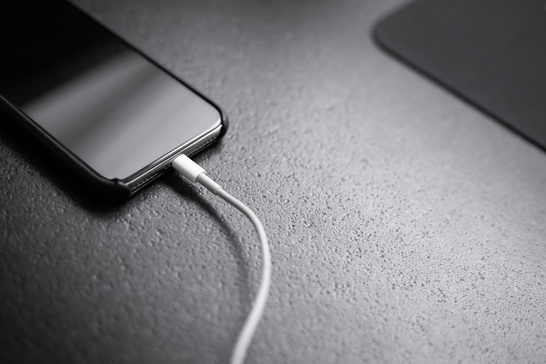 3 įpročiai, kurie prailgins telefono baterijos ištvermę